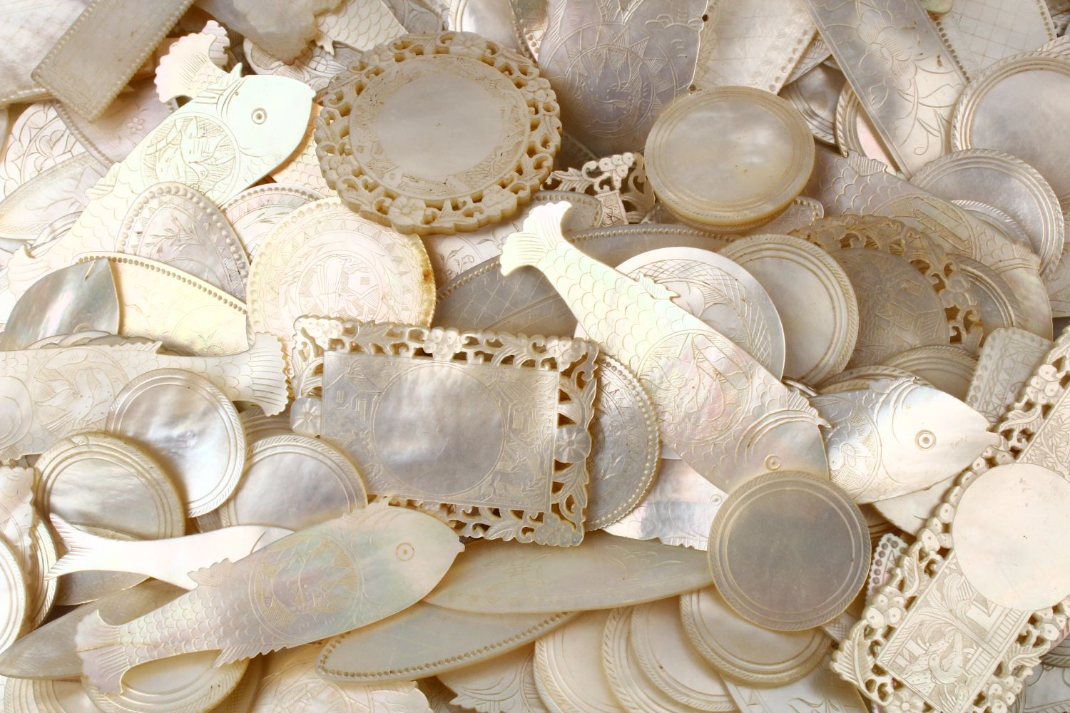 A QUANTITY OF 19TH CENTURY CHINESE CARVED MOTHER OF PEARL GAME COUNTERS, various styles an sizes. - Image 5 of 9