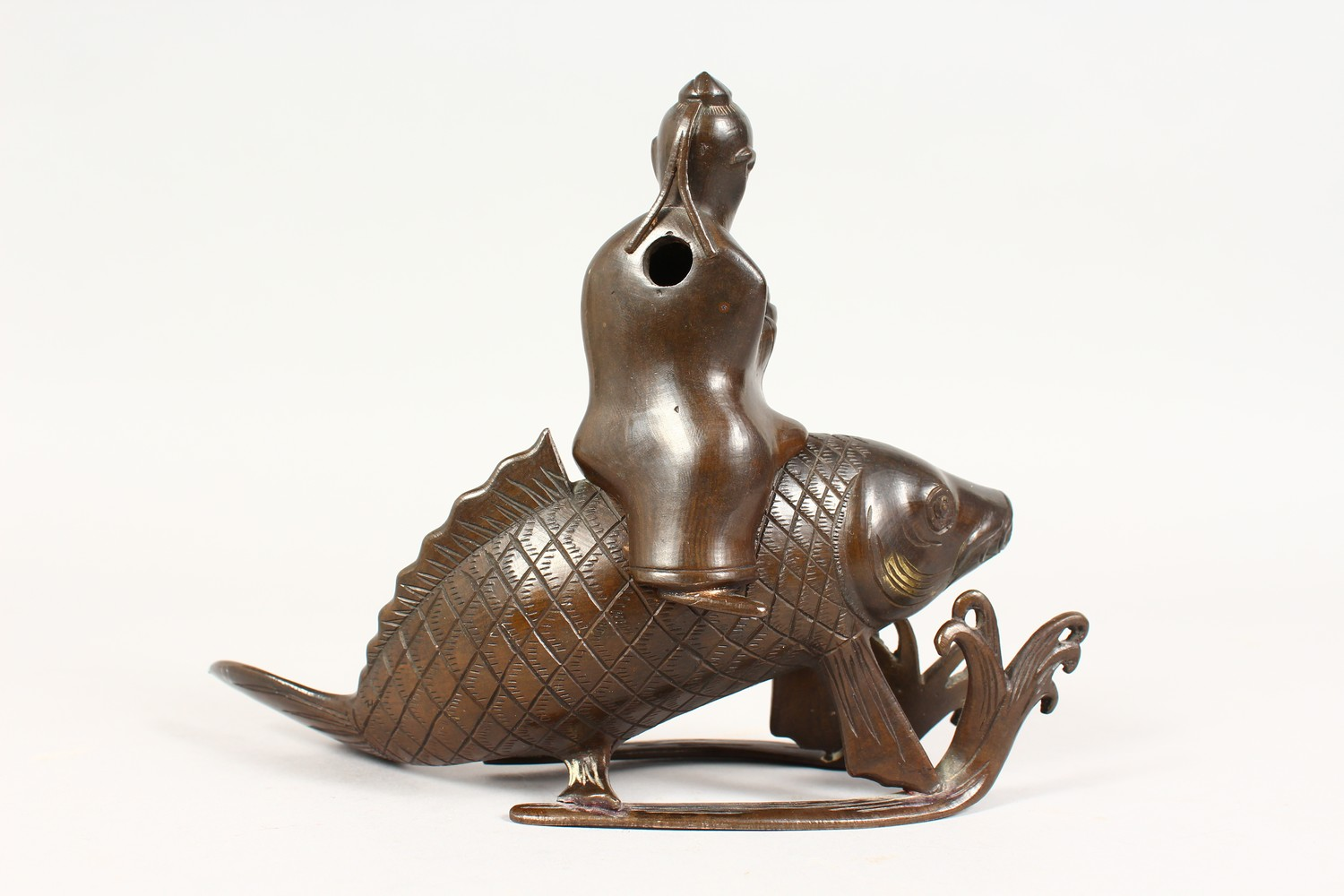 A GOOD JAPANESE MEIJI PERIOD BRONZE KORO OF EBISU - LUCKY GOD & FISH, the censer formed from the - Image 4 of 10