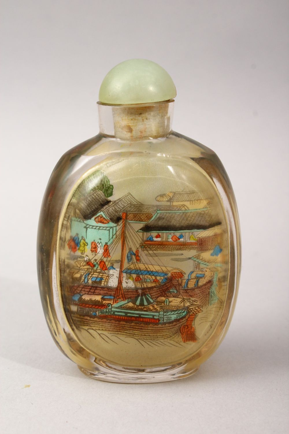 A GOOD 19TH / 20TH CENTURY CHINESE REVERSE PAINTED GLASS SNUFF BOTTLE, depicting scenes of figures - Image 2 of 3