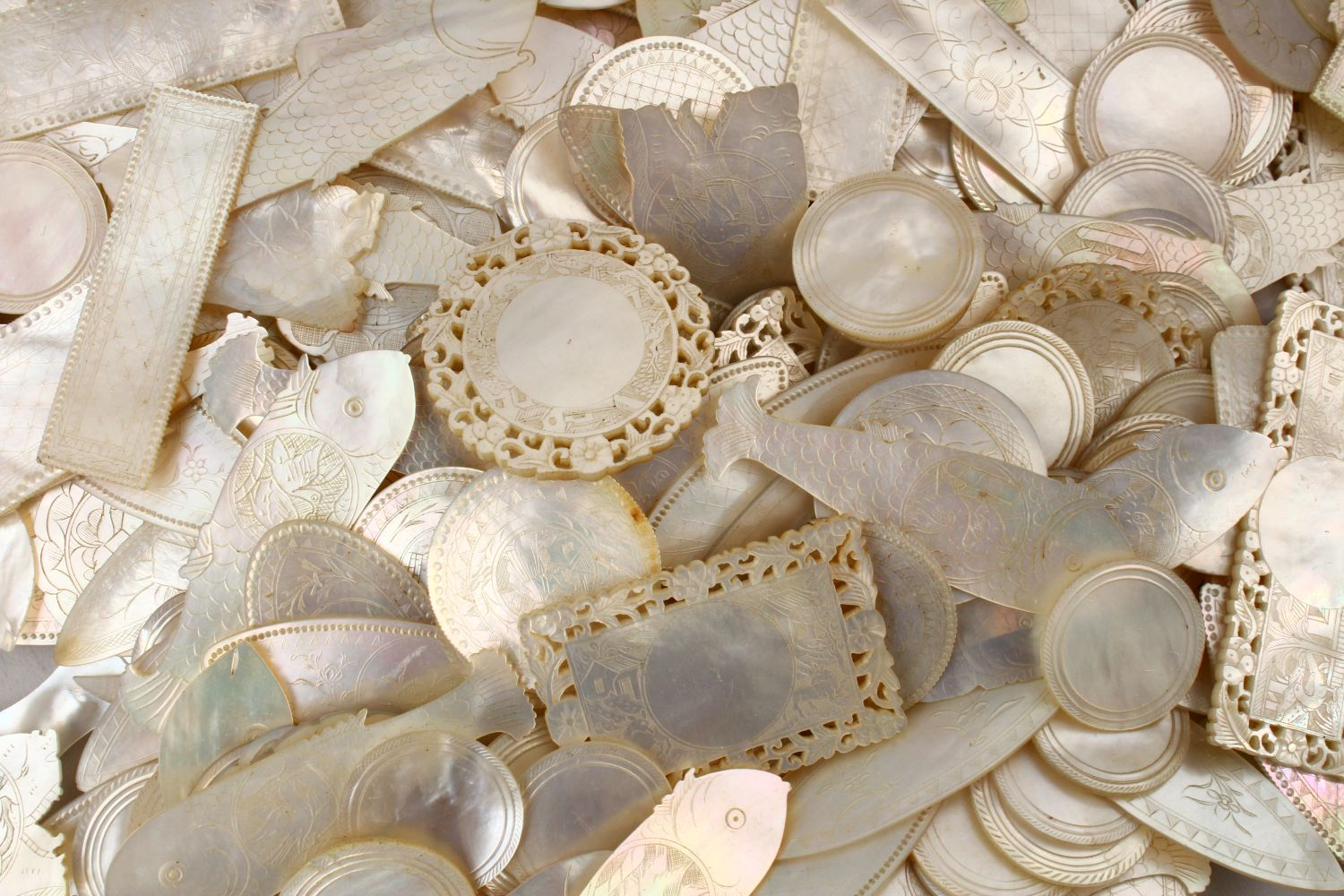 A QUANTITY OF 19TH CENTURY CHINESE CARVED MOTHER OF PEARL GAME COUNTERS, various styles an sizes. - Image 3 of 9