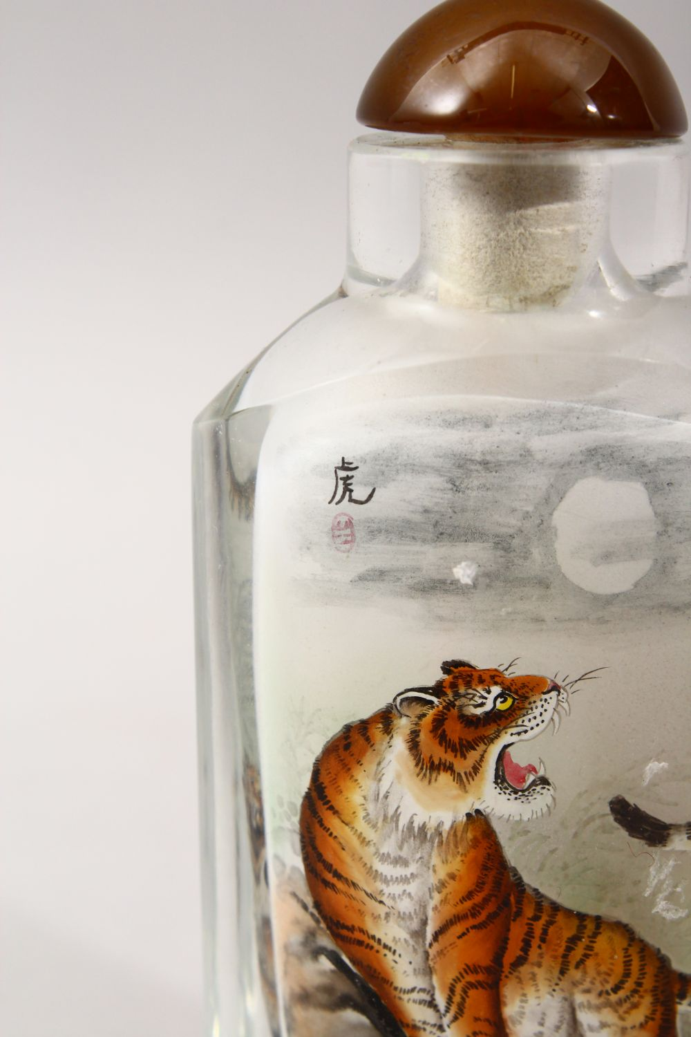 A GOOD 19TH / 20TH CENTURY CHINESE REVERSE PAINTED GLASS SNUFF BOTTLE, depicting scenes of a - Image 3 of 4