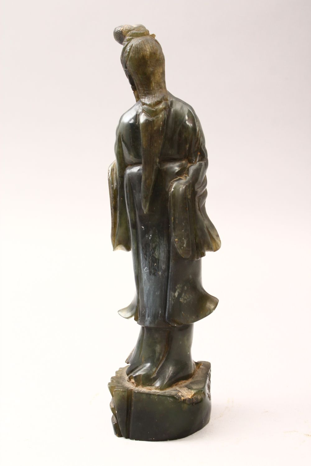 A 20TH CENTURY CHINESE CARVED JADE FIGURE OF GUANYIN, stood upon a stylized stump base holding a - Image 3 of 4