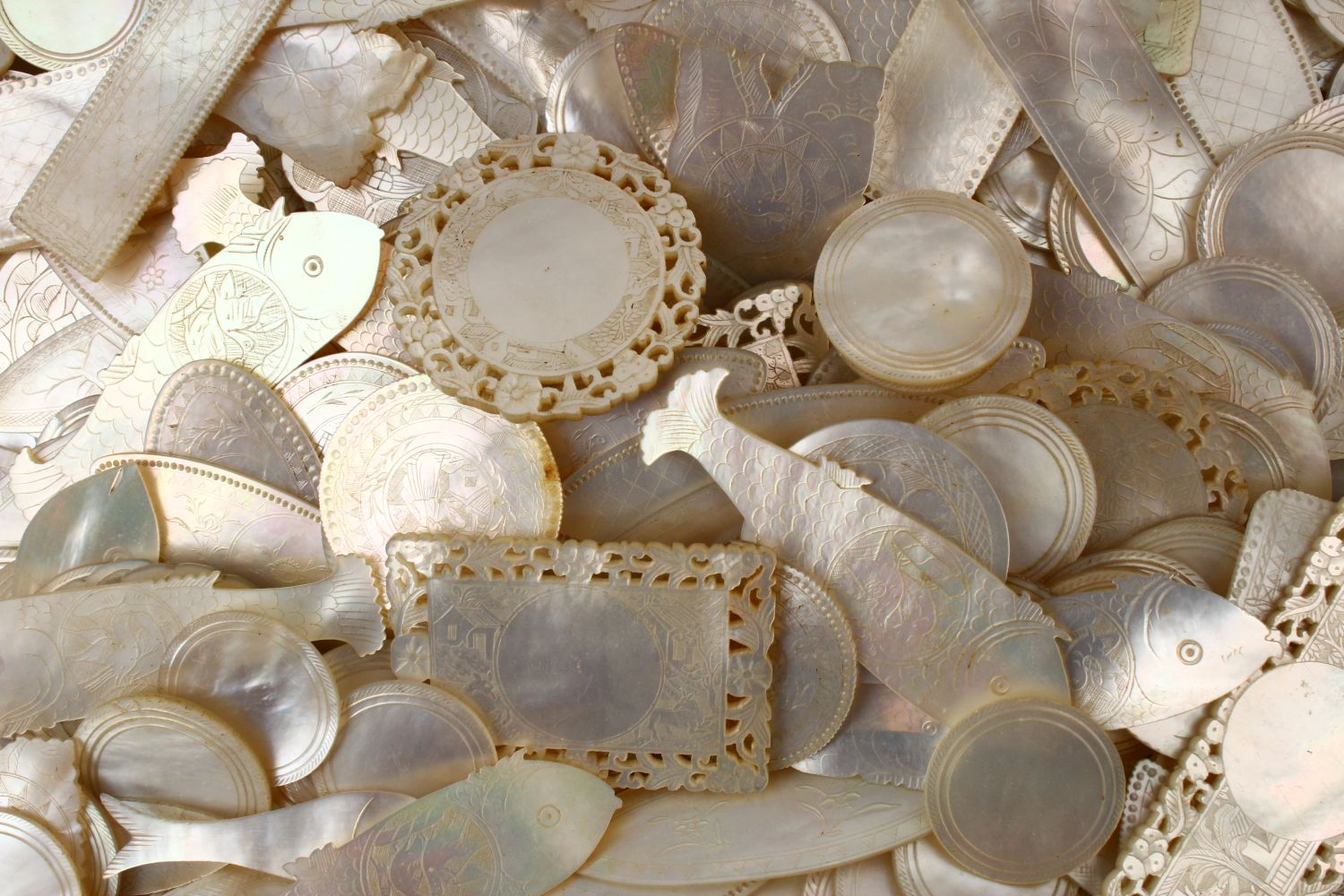 A QUANTITY OF 19TH CENTURY CHINESE CARVED MOTHER OF PEARL GAME COUNTERS, various styles an sizes. - Image 8 of 9