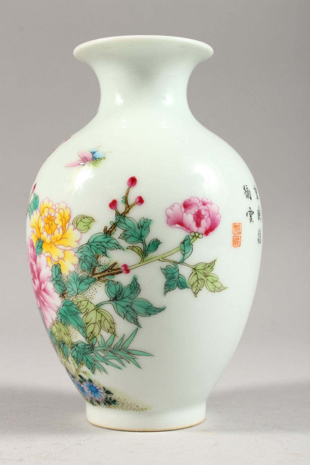 A GOOD CHINESE REPUBLIC STYLE FAMILLE ROSE PORCELAIN VASE, the body decorated with scenes of birds - Image 3 of 8