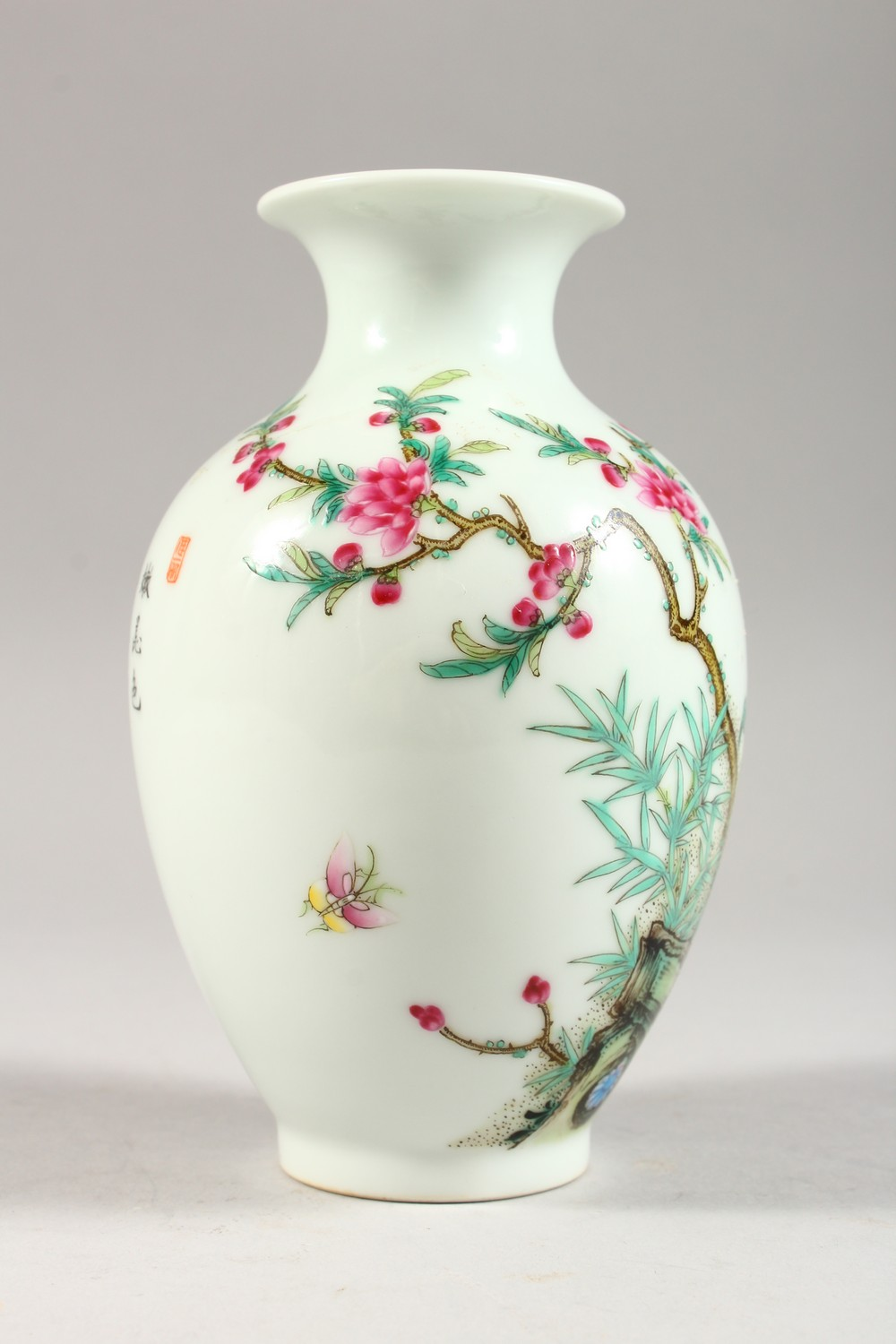 A GOOD CHINESE REPUBLIC STYLE FAMILLE ROSE PORCELAIN VASE, the body decorated with scenes of birds - Image 6 of 8