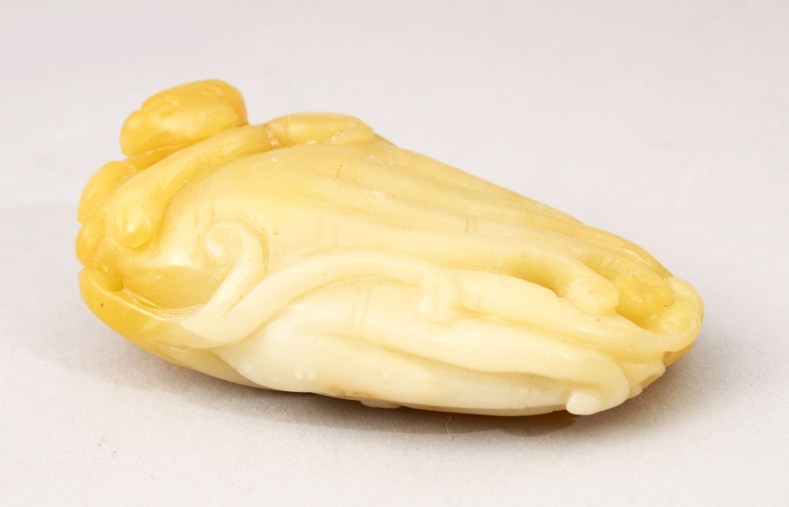 A GOOD 19TH / 20TH CENTURY CHINESE CARVED JADE FIGURE OF A MONKEY, carved with a monkey upon a
