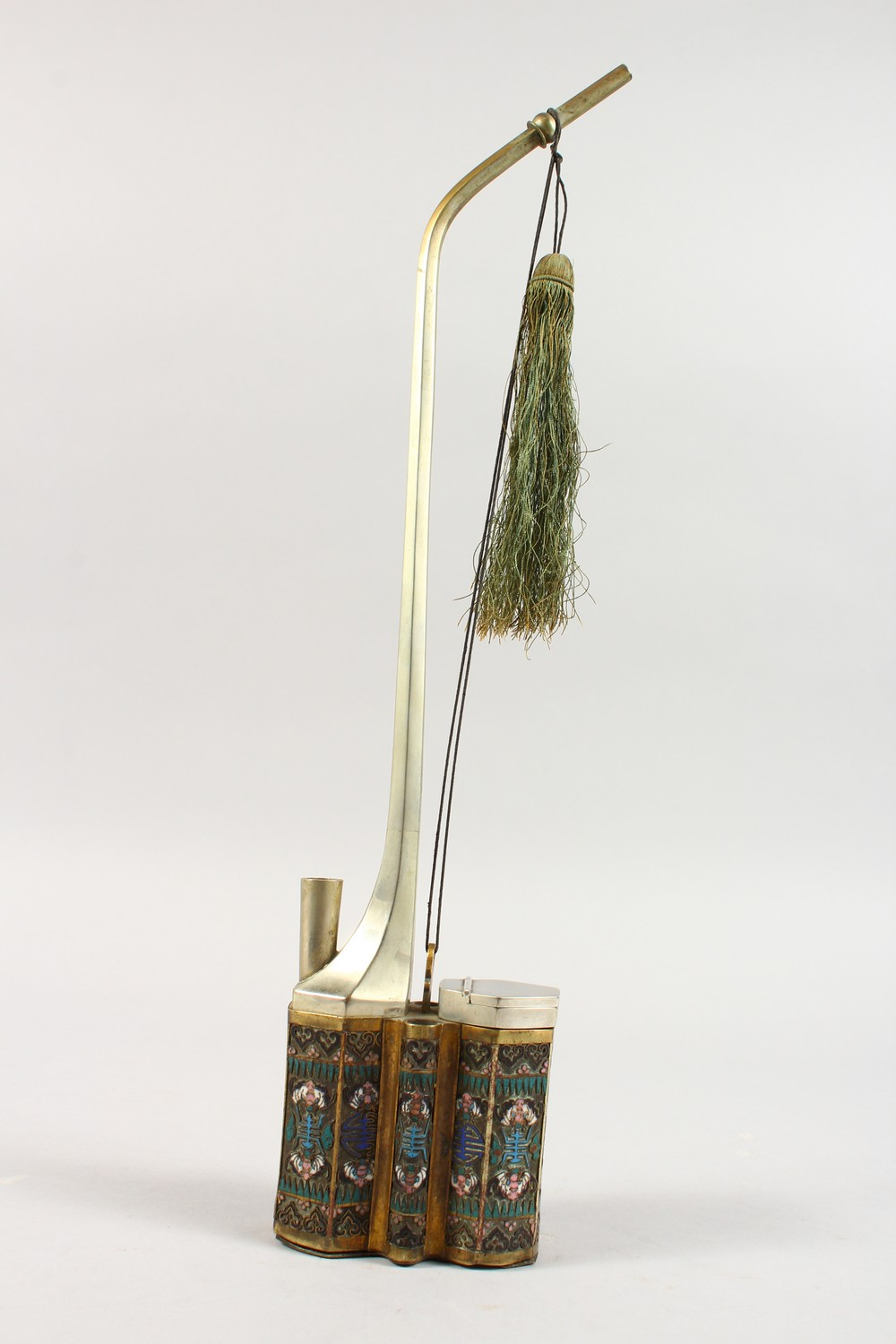 A GOOD 19TH / 20TH CENTURY CHINESE CLOISOINNE SMOKING PIPE, the side with decoration depicting - Image 2 of 9