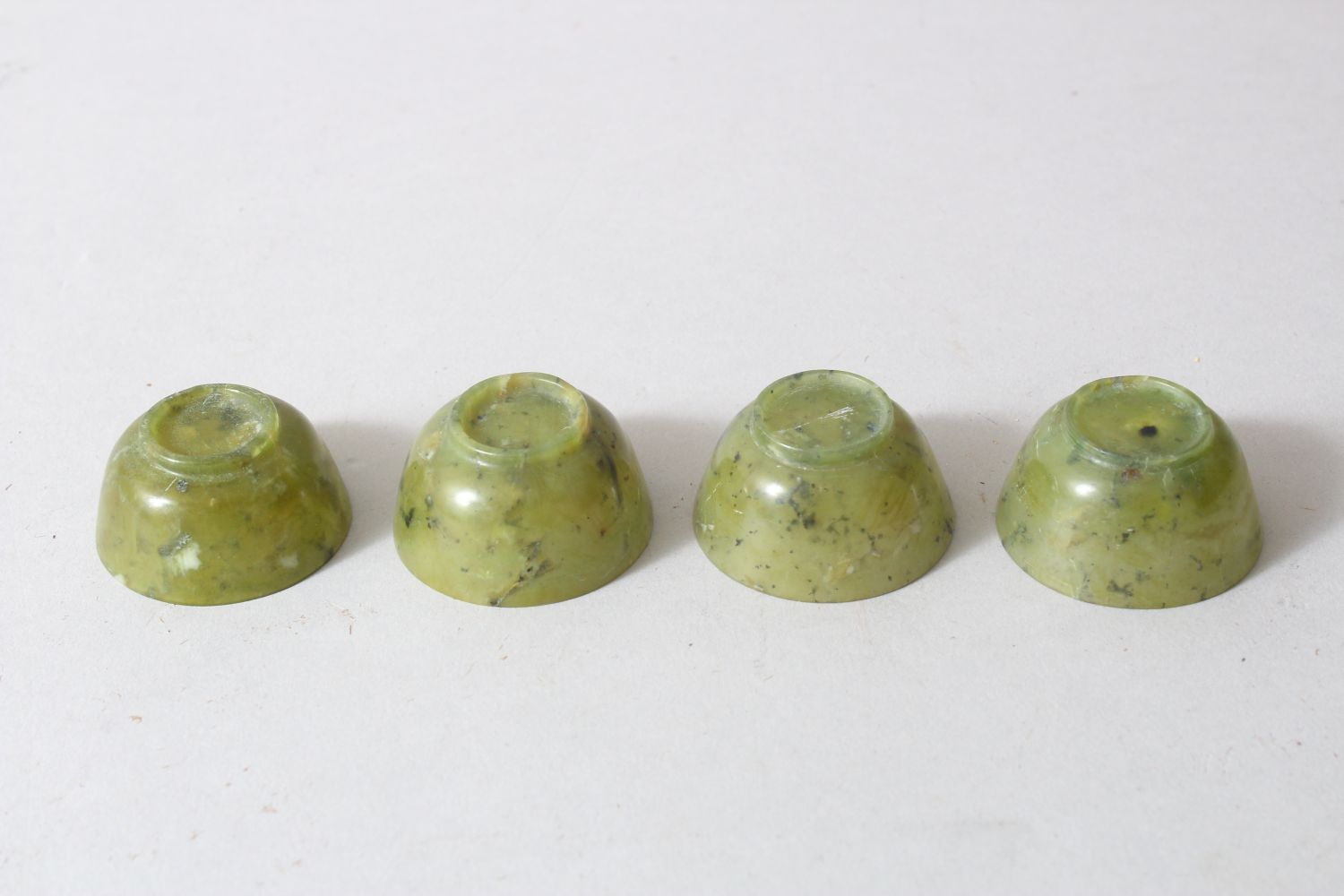 A CHINESE MOTTLED GREEN JADE OVAL TRAY AND FOUR TEA BOWLS, tray 16cm wide. - Image 4 of 4