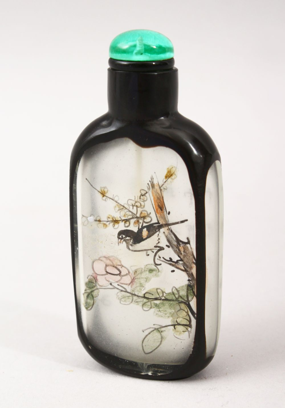 A GOOD 19TH / 20TH CENTURY CHINESE REVERSE PAINTED GLASS & OVERLAY SNUFF BOTTLE, decorated to depict
