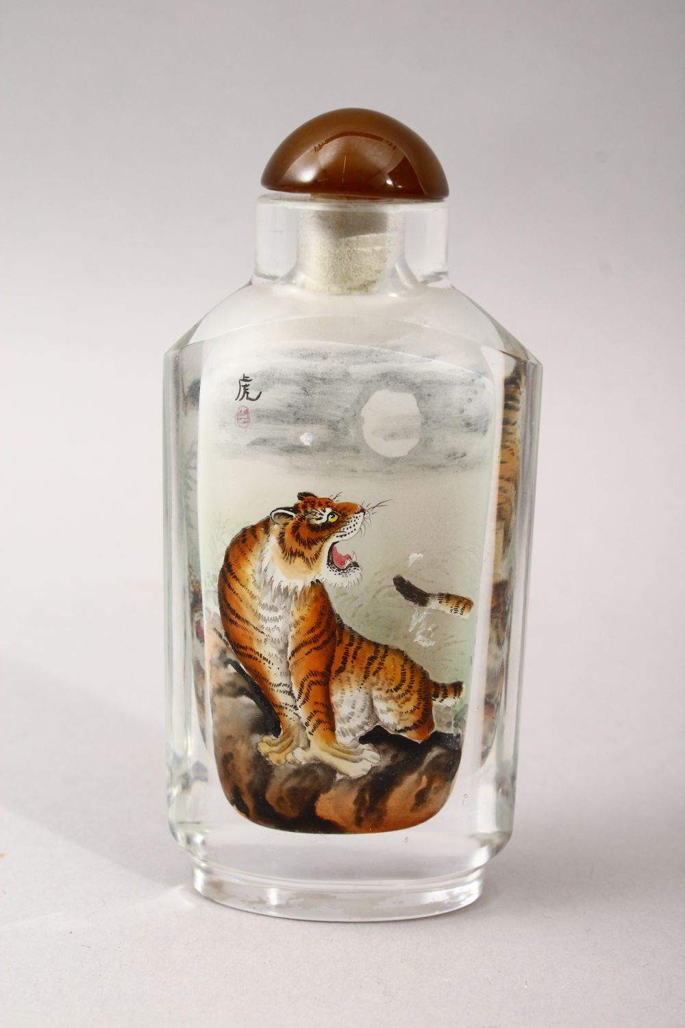 A GOOD 19TH / 20TH CENTURY CHINESE REVERSE PAINTED GLASS SNUFF BOTTLE, depicting scenes of a - Image 2 of 4