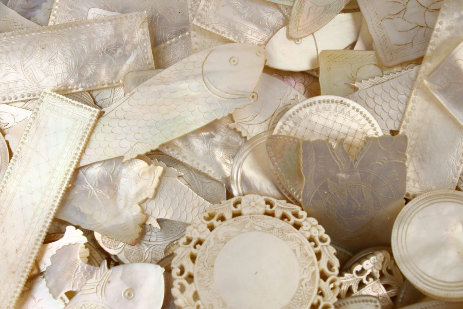 A QUANTITY OF 19TH CENTURY CHINESE CARVED MOTHER OF PEARL GAME COUNTERS, various styles an sizes. - Image 4 of 9