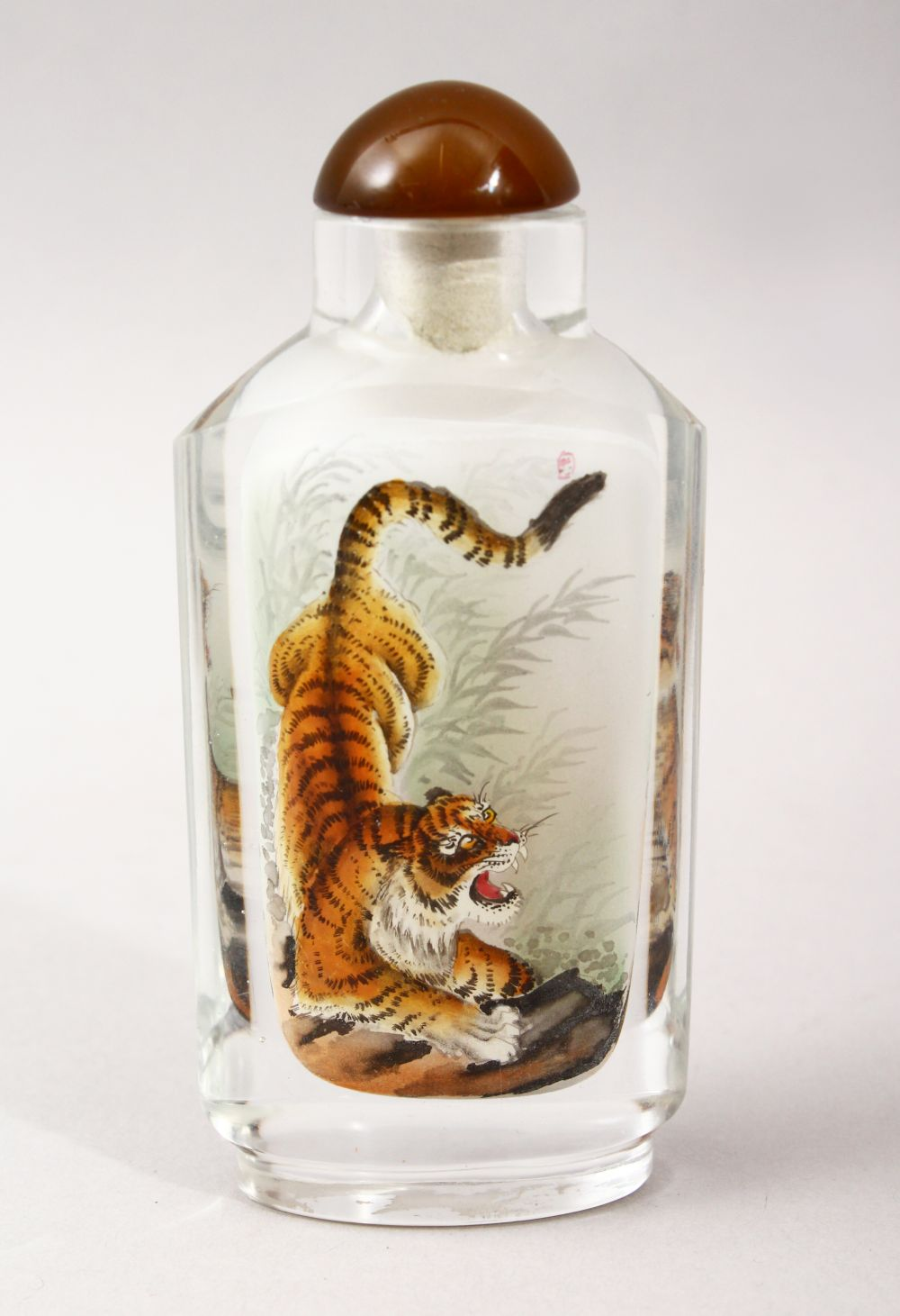A GOOD 19TH / 20TH CENTURY CHINESE REVERSE PAINTED GLASS SNUFF BOTTLE, depicting scenes of a