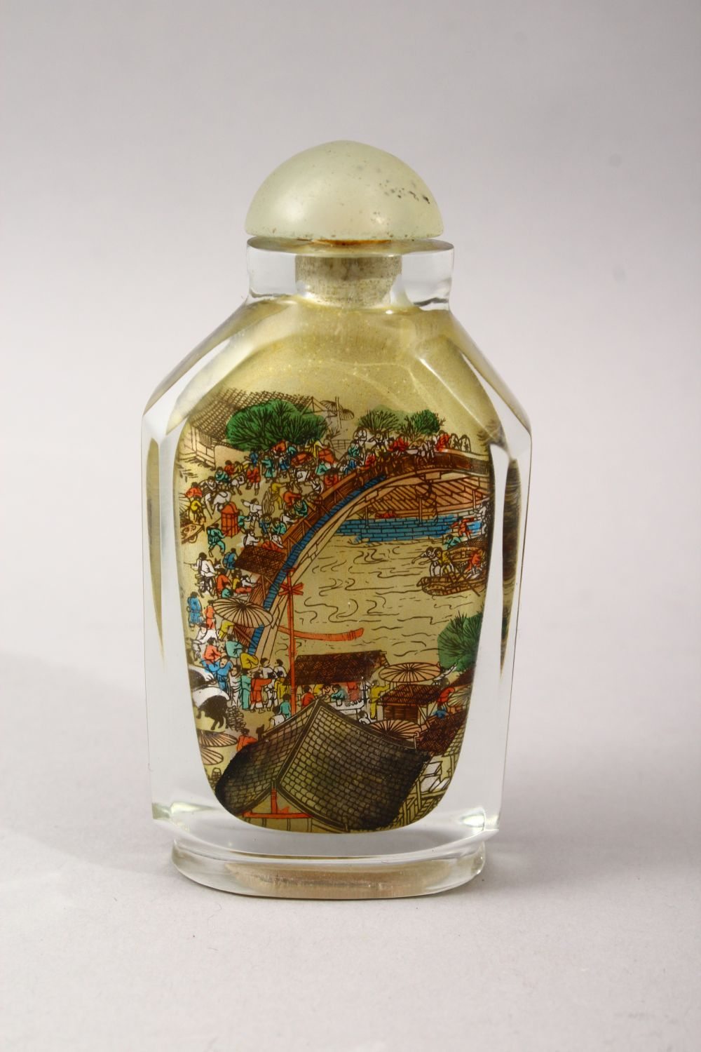 A GOOD 19TH / 20TH CENTURY CHINESE REVERSE PAINTED GLASS SNUFF BOTTLE, the bottle painted to - Image 2 of 3