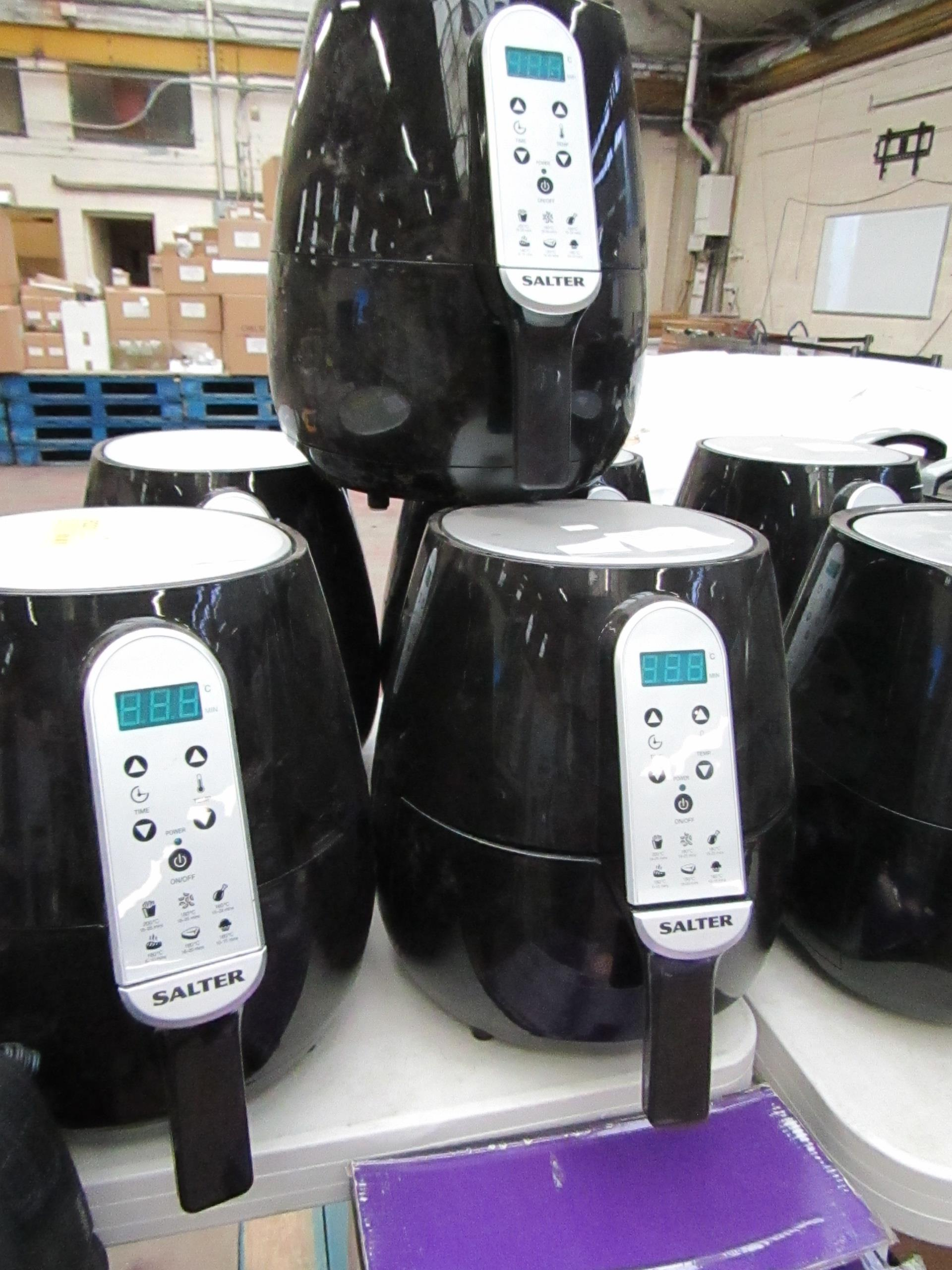 Lot 24 - 6x Salter hot air fryers, all tested working but have various cracks.