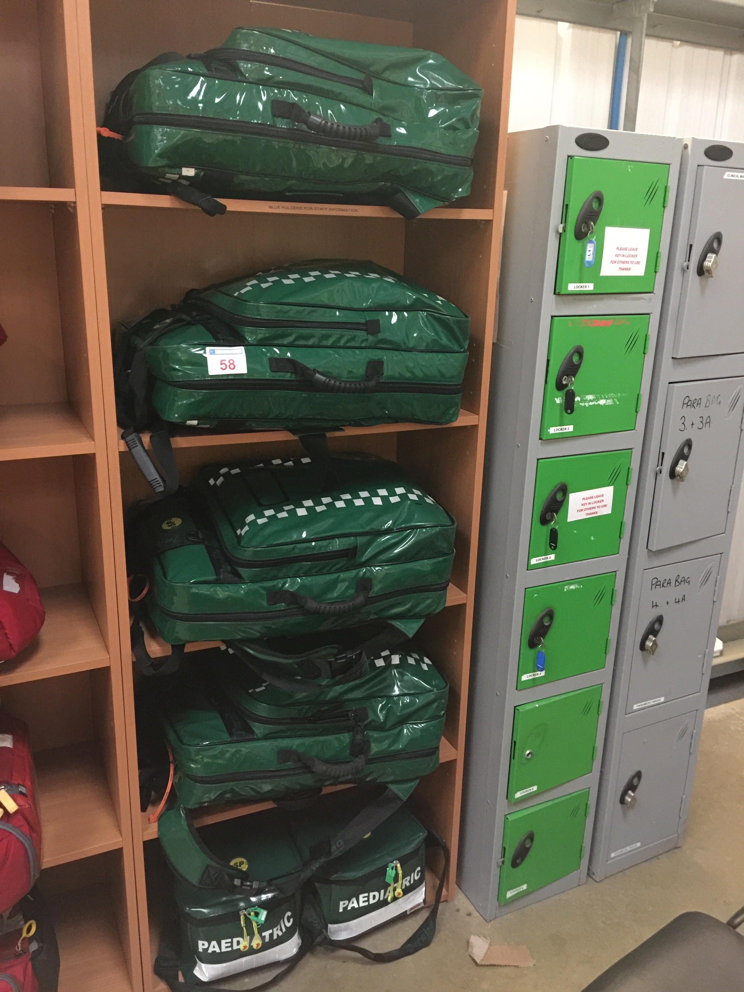Lot 58 - 4 SP Services Paramedic kits and 2 Paediatric kits
