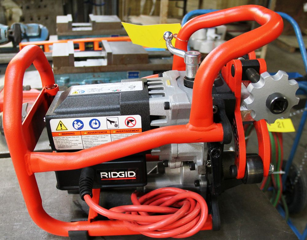 Lot 18 - RIDGID B-500 TRANSPORTABLE PIPE BEVELLER, ELECTRIC POWERED, 115 VOLTS, 50/60HZ, S/N EBY04270818