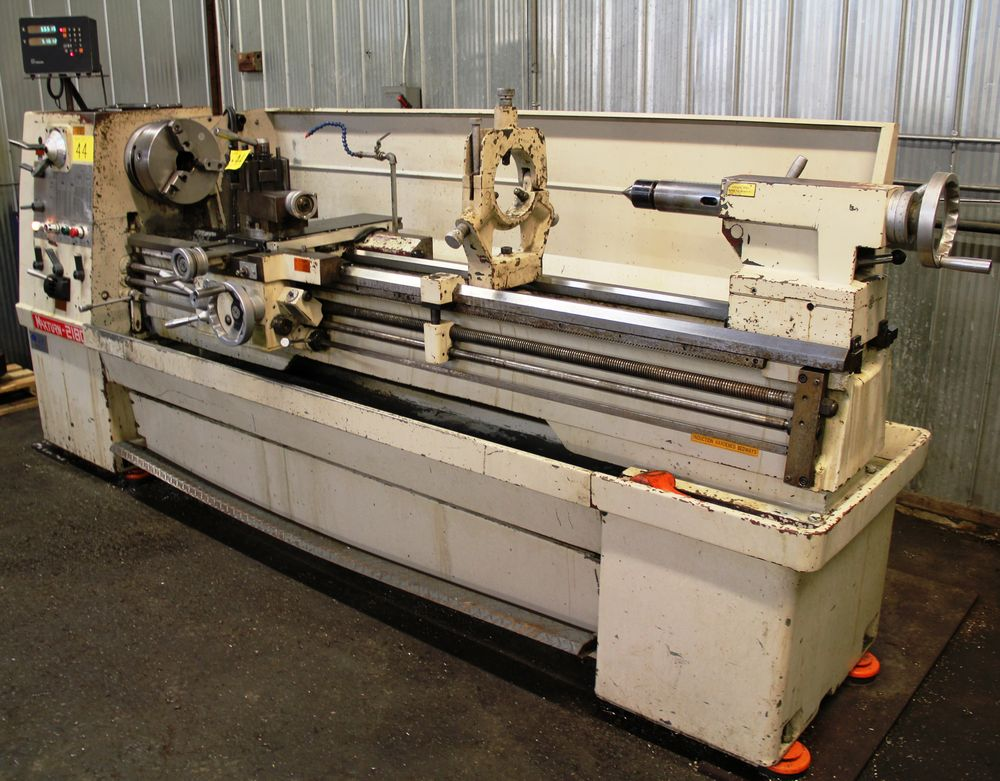 """Lot 44 - MAXTURN 2180 ENGINE LATHE, 21"""" SWING, 80"""" LONG BED, QUICK CHANGE TOOL POST, 3"""" SPINDLE BORE, 3 & 4"""