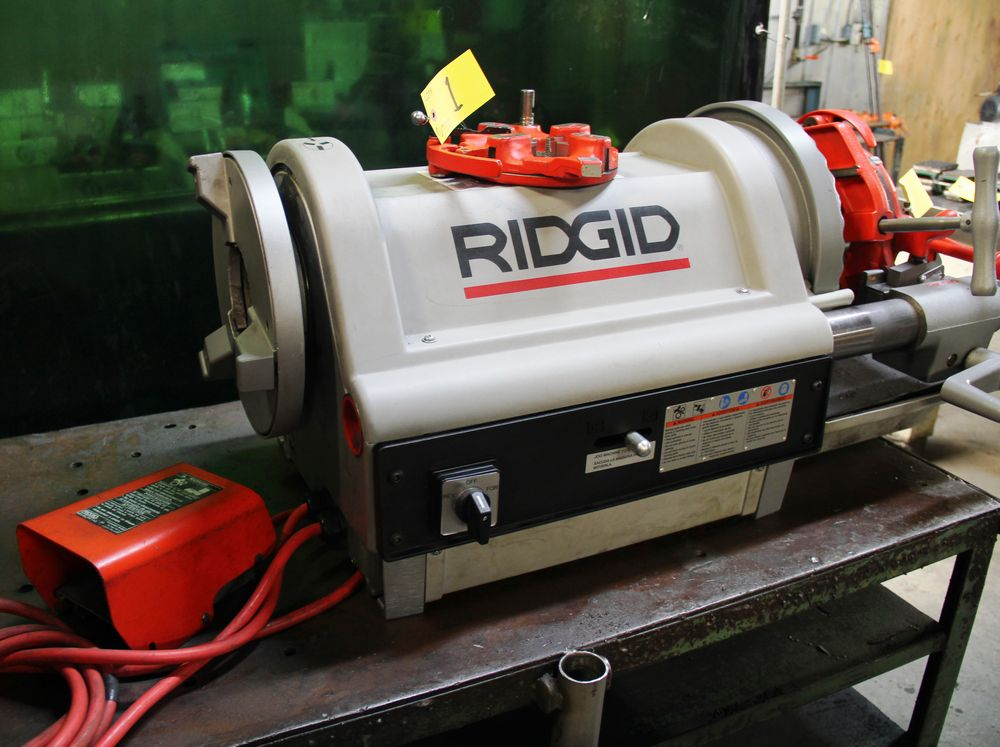 Lot 1 - RIDGID 1224 ELECTRIC PIPE THREADER, SPARE THREADING HEAD, FOOT CONTROL SWITCH, FOUR WHEELED CART,
