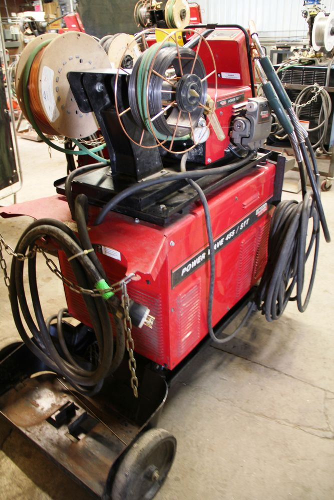 Lot 22 - LINCOLN POWERWAVE 455M/STT ELECTRIC POWERED WELDER, C/W LINCOLN POWER FEED 10M DUAL FEED WIRE
