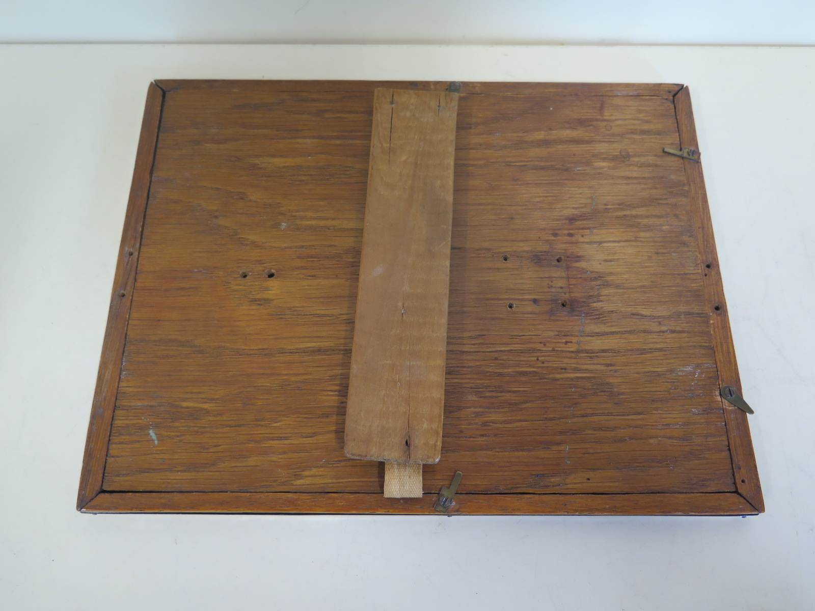 Lot 591 - An Edwardian silver photo frame, approx 17cm x 22cm