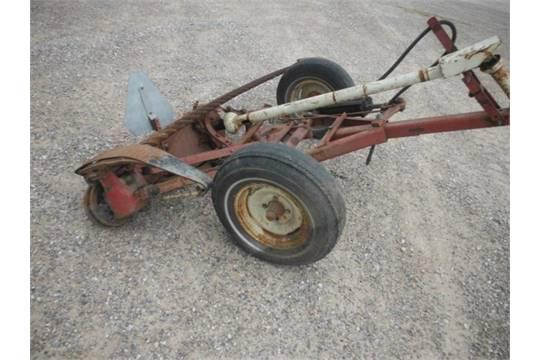 Lot # 80120 Mower IH 1100 Sickle Bar Mower IH 1100, 540 Pto 9' Bar