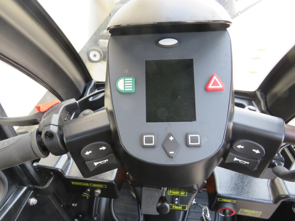 Lot 27 - MEDEMA MINI CROSSER M2 MOBILITY SCOOTER, FULLY ENCLOSED WITH FUEL HEATER (KEYS AND CHARGER IN