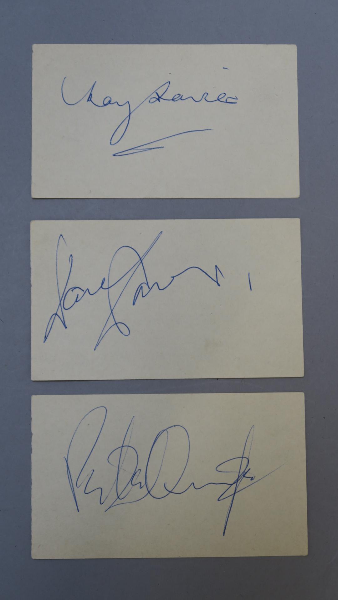 Lot 18 - The Kinks autographs Ray Davies, Dave Davies,