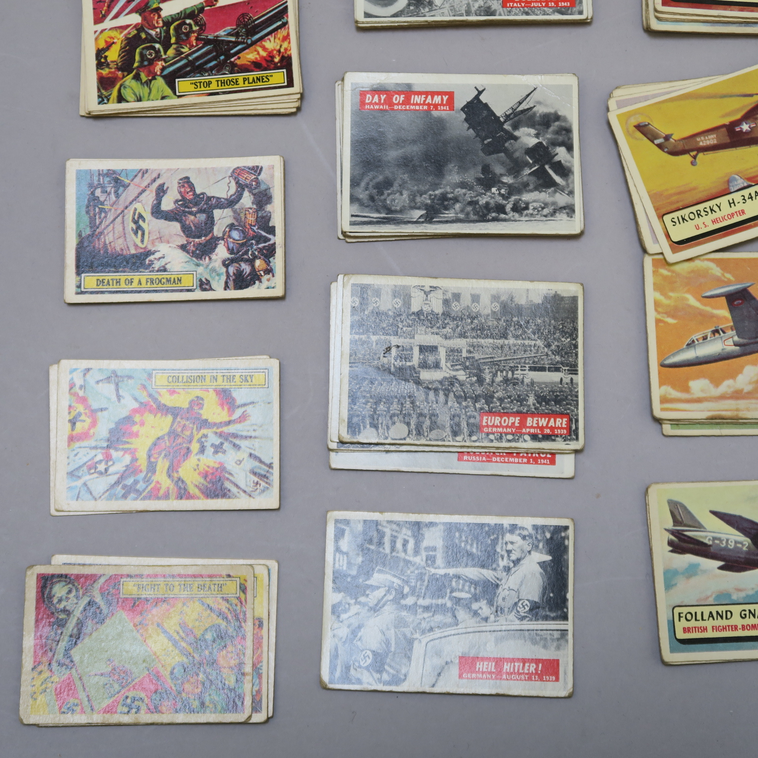 Lot 15 - Mars Attacks 1950s bubblegum cards nos 1 thru 55 (card 44 missing),