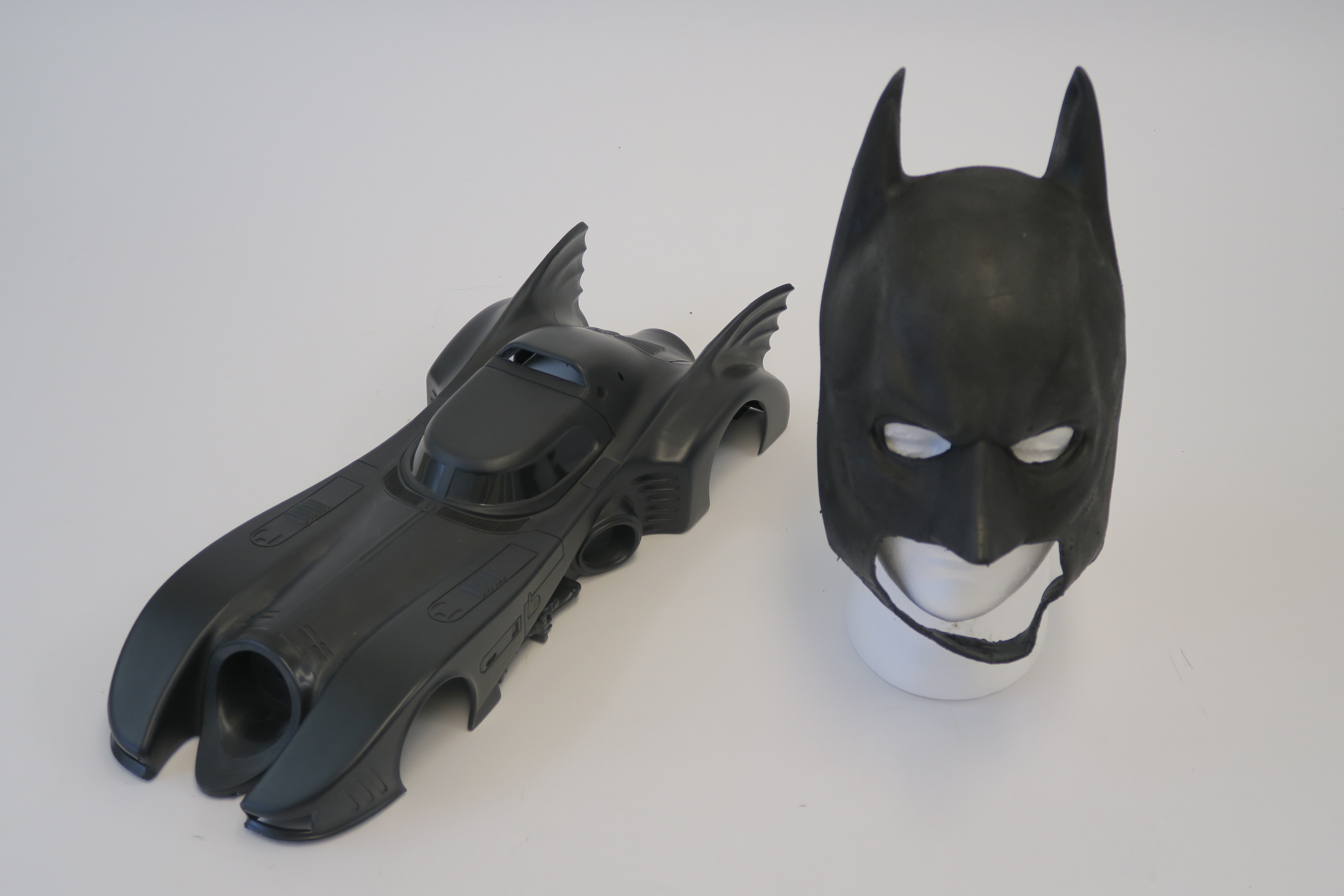 """Lot 47 - Batman cowl pull from the original stunt mask used in Christian Bales """"Dark Knight"""" movie plus the"""