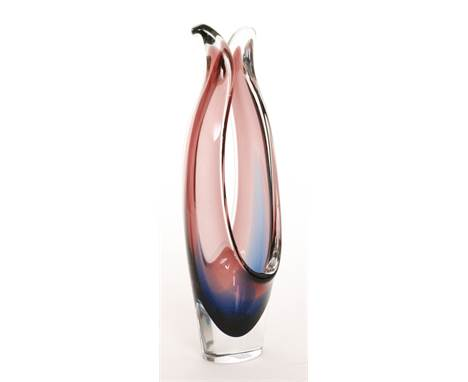 A post war Flygsfors Coquille range glass vase designed by Paul Kedelv, of slender form with two elongated pulled sections to