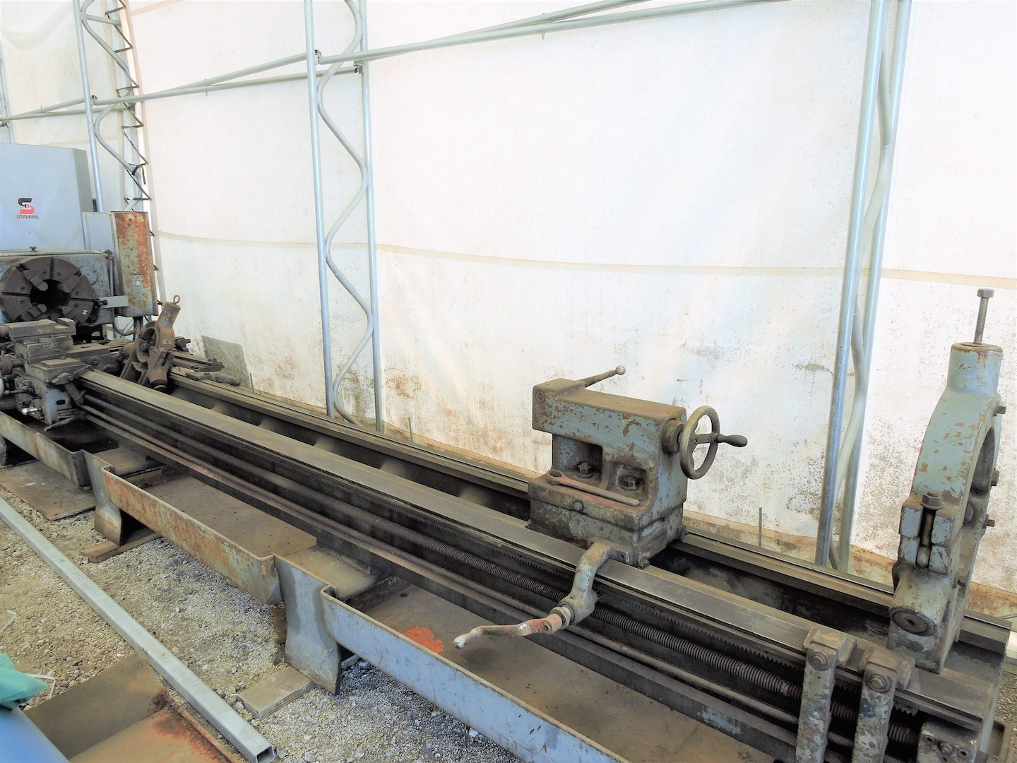 "Lot 2 - LE BLOND REGAL 27"" X 200"" MODEL 24 HOLLOW SPINDLE OIL COUNTRY ENGINE LATHE: S/N 8939-5-6-ME-15; 9"""