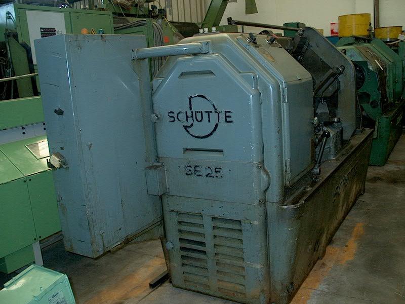 Lot 24 - Schutte Model SE 25-6, 6-Spindle Automatic Lathe