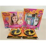 152 ASSORTED TOYS INCLUDING 24 X BRAND NEW DREAMWORKS TROLLS SCRAPBOOK & CARDS MAKER AND 32 X