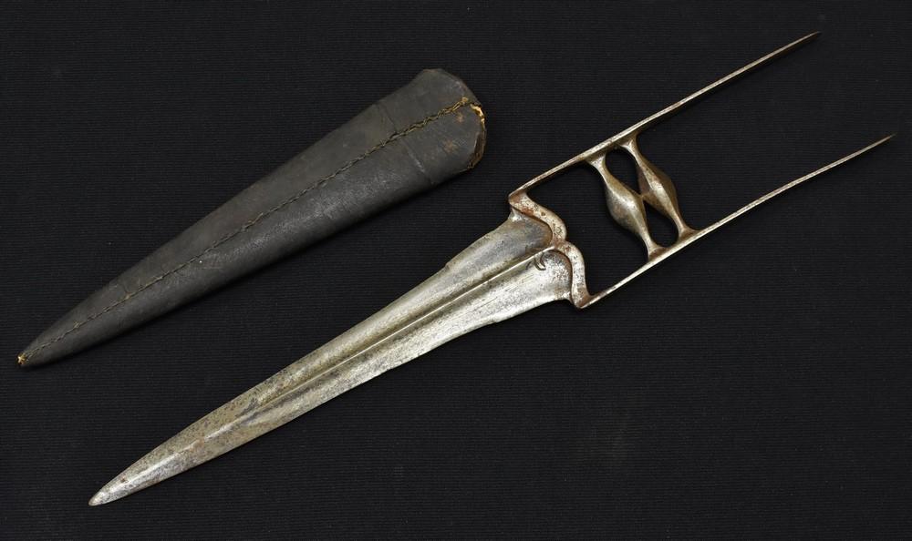 Lot 3009 - A 19th century Indian katar punch dagger.