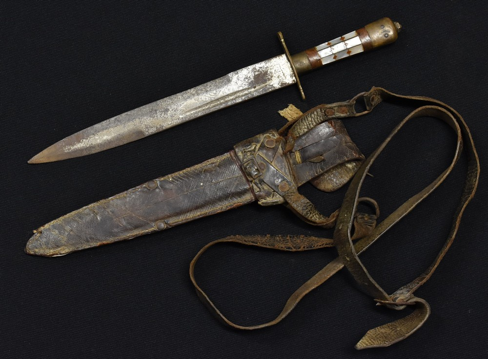 Lot 3044 - A Middle Eastern dagger, 24cm blade etched with stylised leaves and mark,