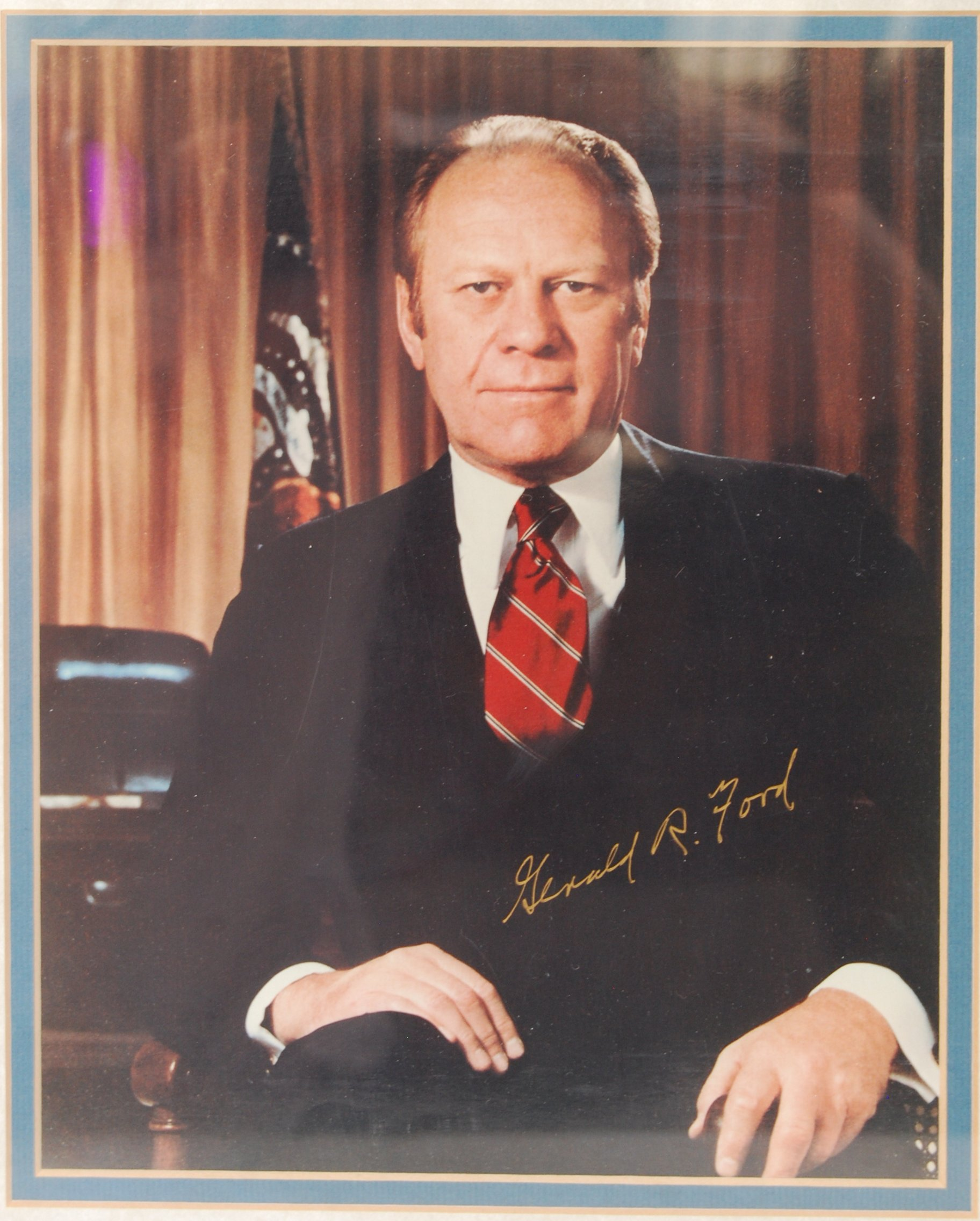 Lot 53 - GERALD R. FORD PRESIDENT OF THE U.S. 1974 SIGNED PUBLICITY PHOTO