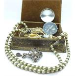 A jewellery box with jewellery, 0.