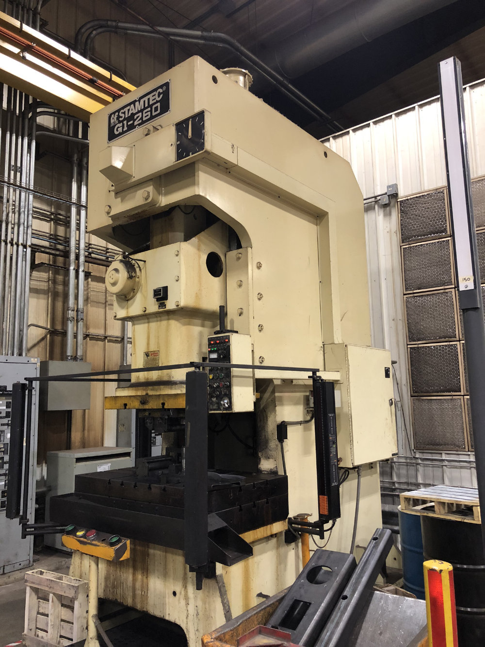 "Stamtec G1-260 Gap Frame Press, 286 Tons, 20-40 SPM, 59"" x 33"" Bed, Air Clutch / Brake - Image 4 of 9"