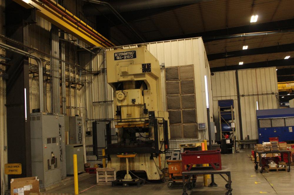 "Stamtec G1-260 Gap Frame Press, 286 Tons, 20-40 SPM, 59"" x 33"" Bed, Air Clutch / Brake - Image 7 of 9"