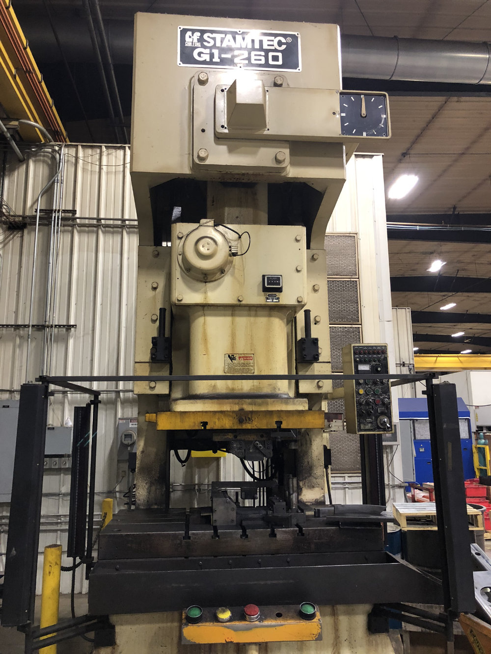 "Stamtec G1-260 Gap Frame Press, 286 Tons, 20-40 SPM, 59"" x 33"" Bed, Air Clutch / Brake - Image 3 of 9"