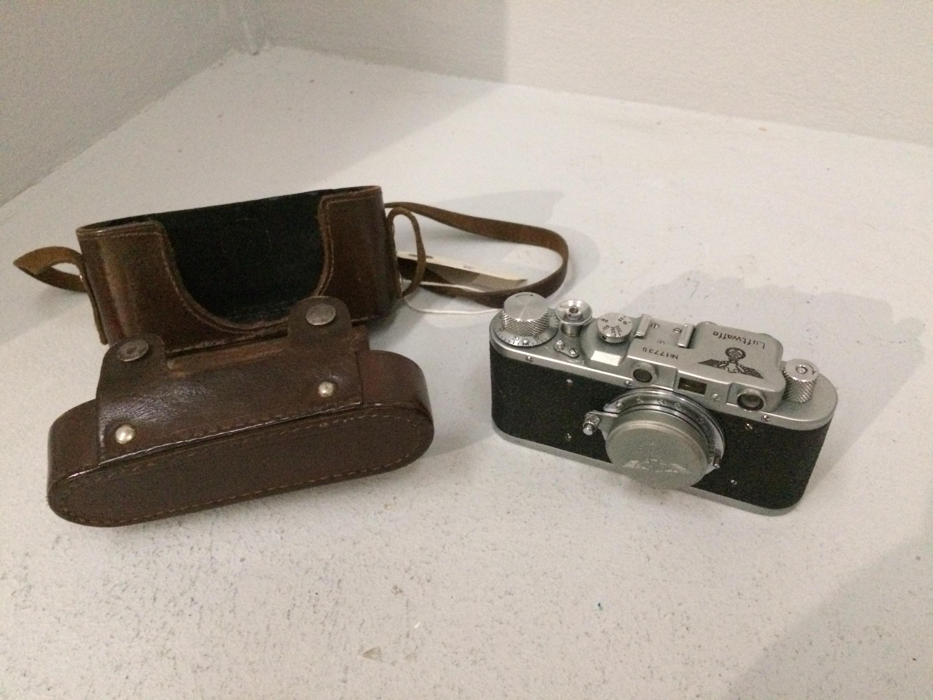 Lot 6 - Luftwaffe no. 17735 camera with Leitz Elmar 1..
