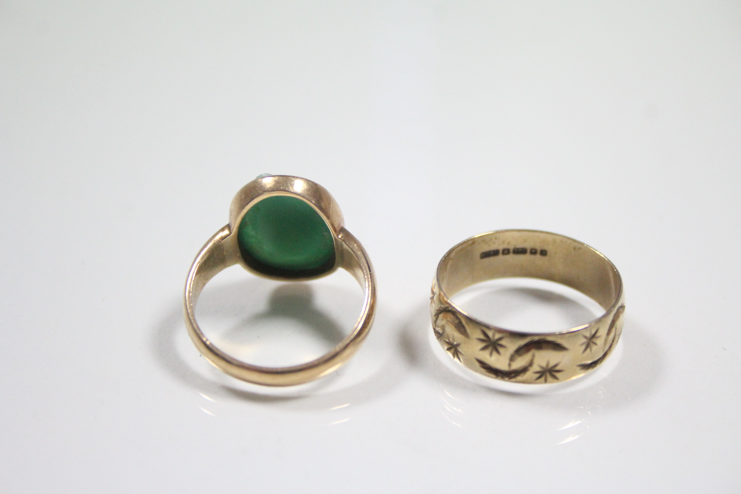 Lot 52 - A 15ct. gold ring set green & white-overlaid glass oval cameo of a female bust; & a 9ct. gold