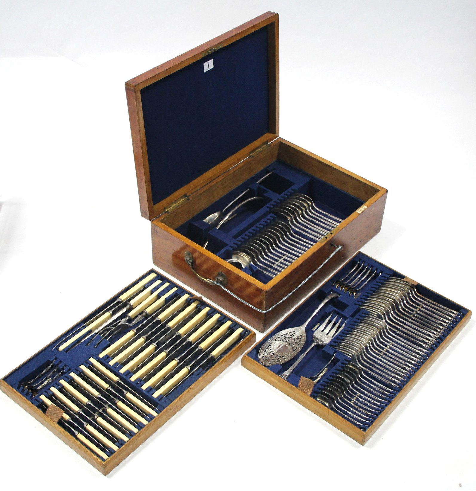 Lot 1 - A SERVICE OF ONSLOW PATTERN FLATWARE & CUTLERY by Mappin & Webb, comprising: twelve table forks,