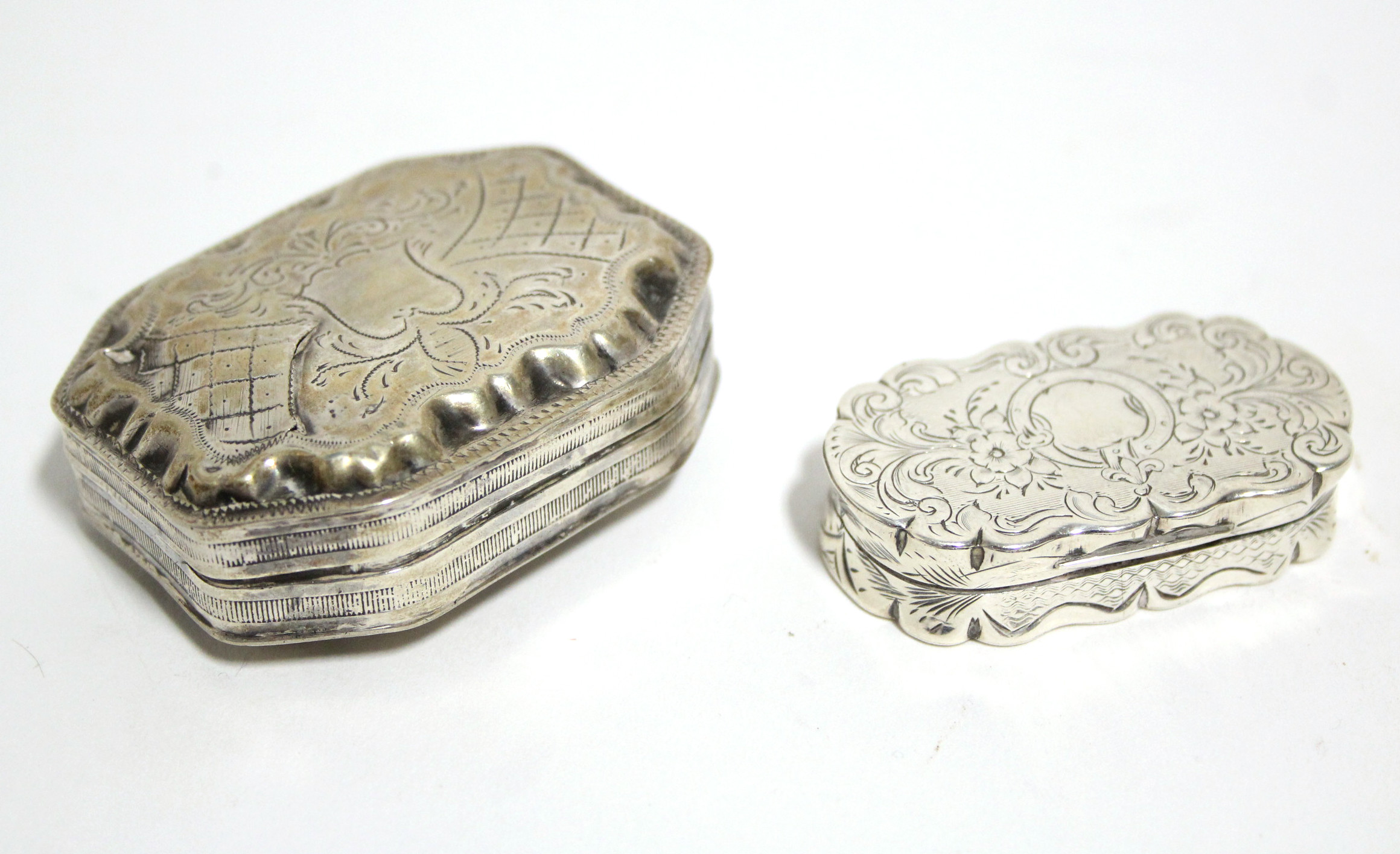 Lot 10 - A Victorian oblong vinaigrette with rounded ends & scroll border, engraved floral decoration,