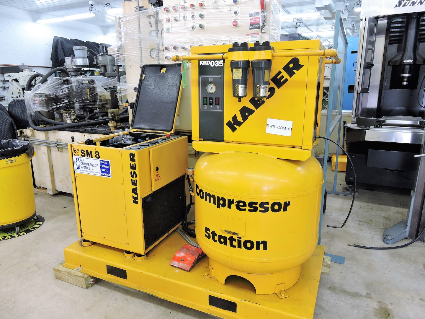 Lot 35 - KAESER 7.5 HP ROTARY SCREW AIR COMPRESSOR; SM-8, W/78 CFM @125 PSI; Oil Injected Rotary Screw End;