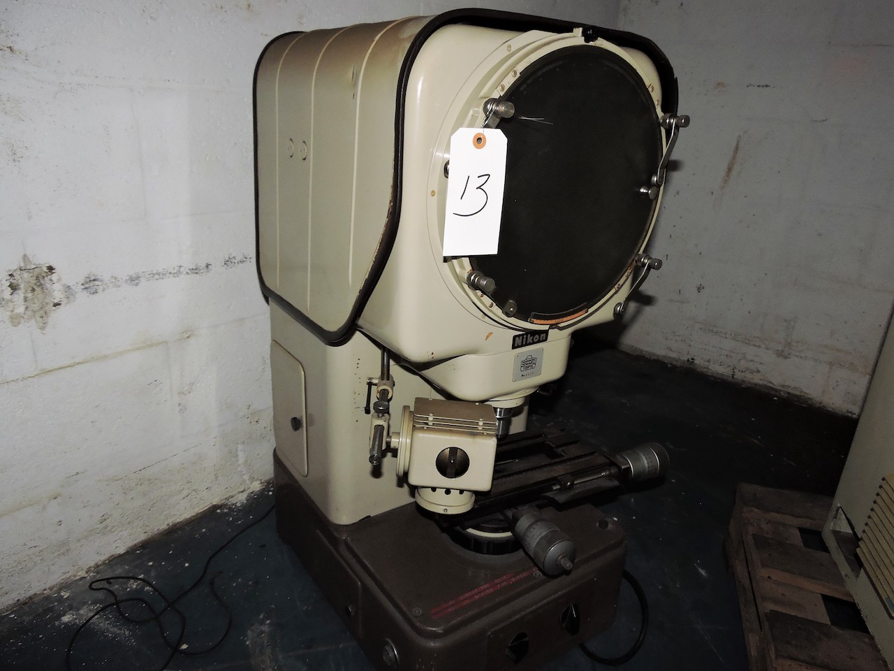 "Lot 13 - NIKON 14"" OPTICAL COMPARATOR WITH STAGING AND SURFACE ILLUMINATION"