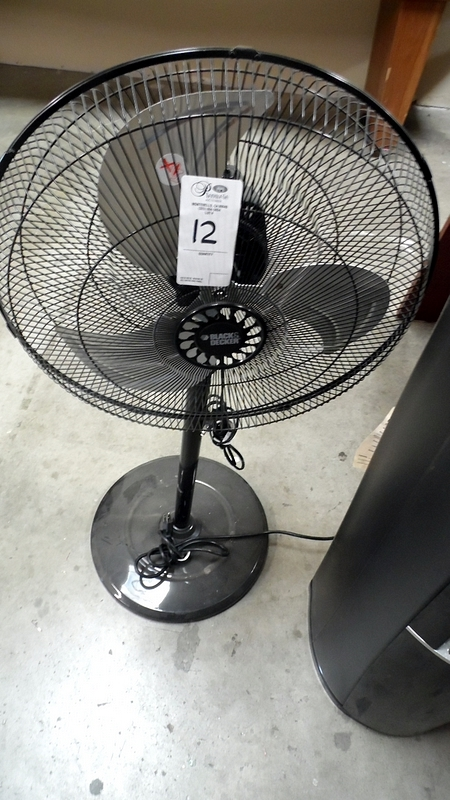 Lot 12 - BLACK & DECKER FAN