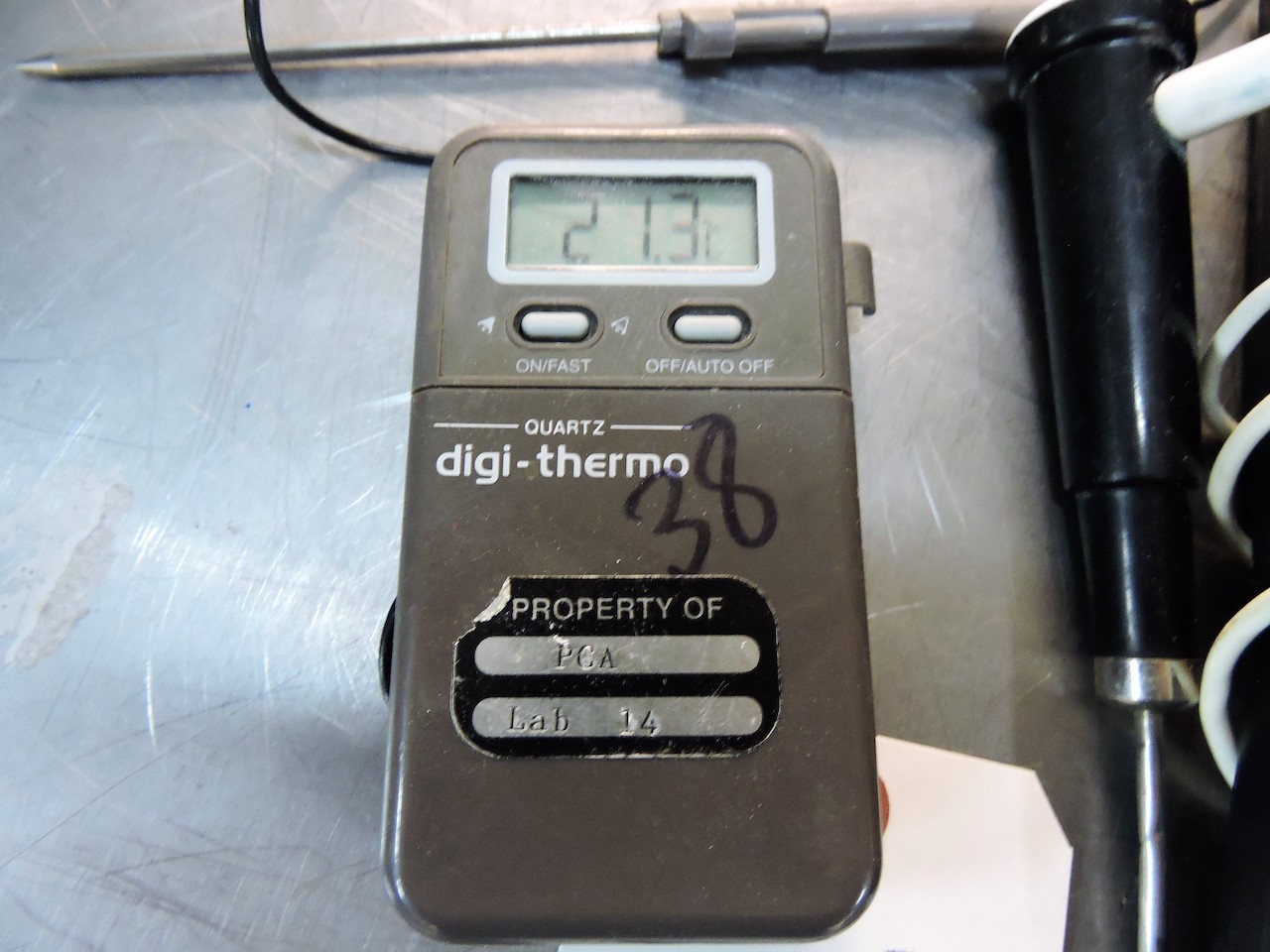 Lot 15 - PH METERS (2) HANNA HI-960 AND DIGI-THERMO