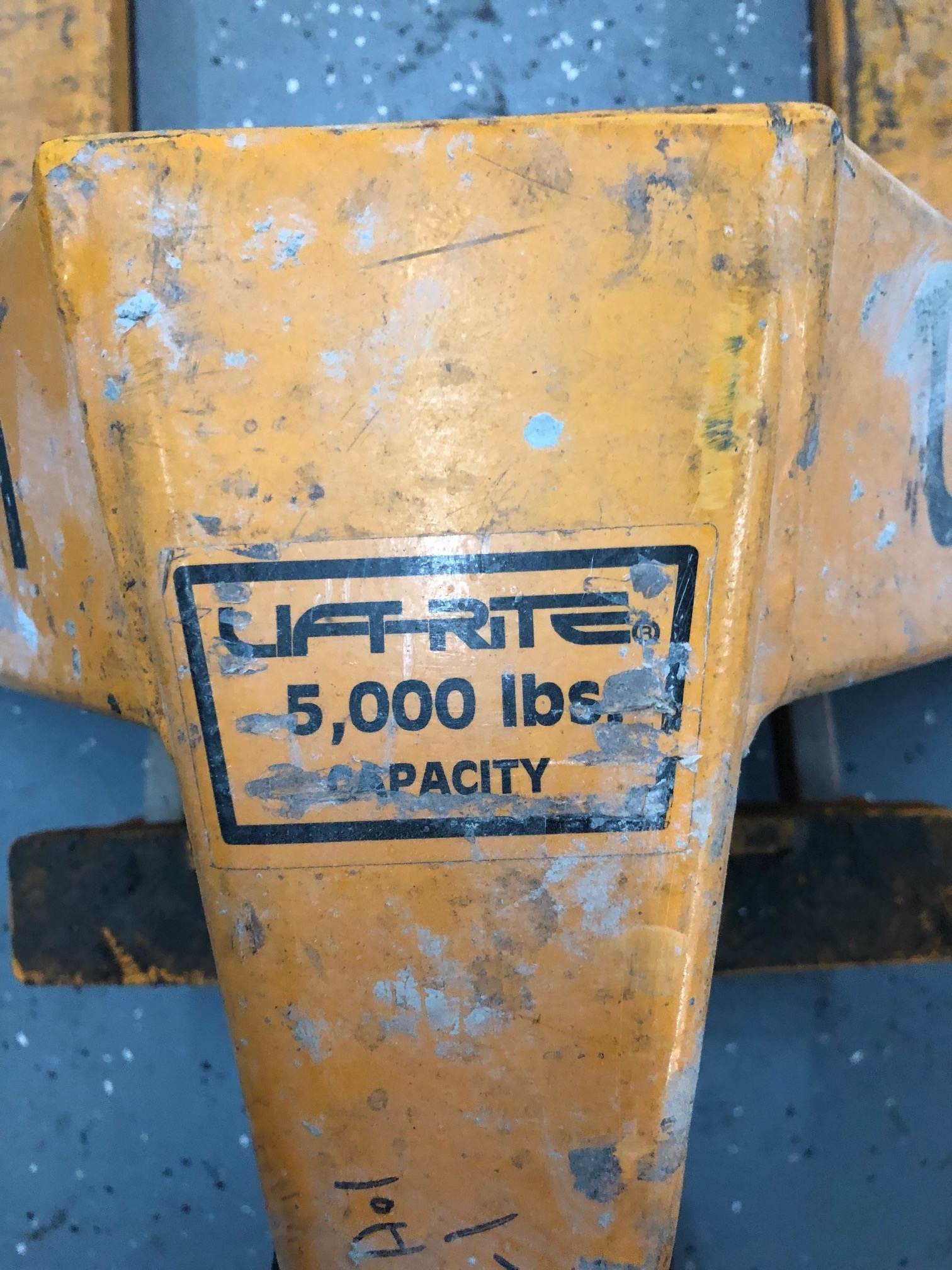 Lot 100 - LIFTRITE 5000 LB PALLET JACK
