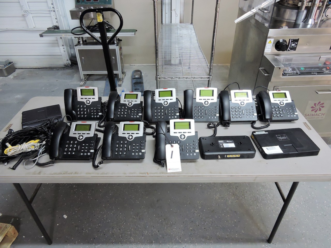 Lot 1 - SMC NETWORKS TELEPHONE SYSTEM- MODEL TOS 3000 COMPLETE WITH 9 TELEPHONE UNITS